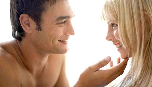 Девушка с парнем занимаются любовь